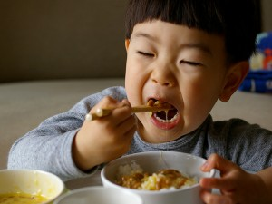 This kid loooves natto!