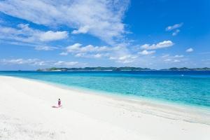 Ippei & Janine Naoi okinawa beach